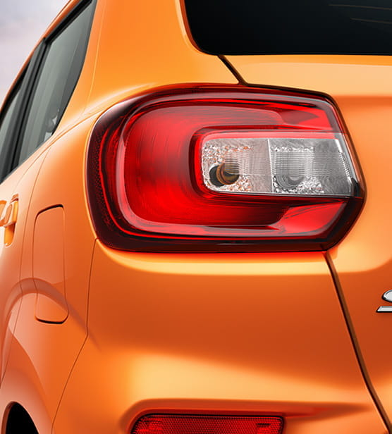 Signature C-Shaped Tail Lamps