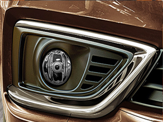 Fog lamps with chrome accent
